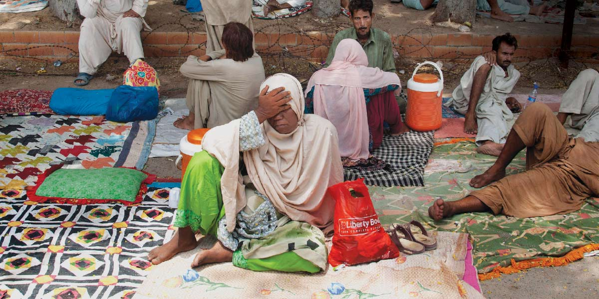 Scorching temperatures killed hundreds of people last year in Pakistan. Continued global warming will increase the risk of heat-related deaths, researchers warn.