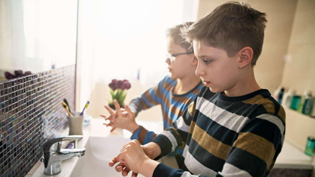 kids washing their hands