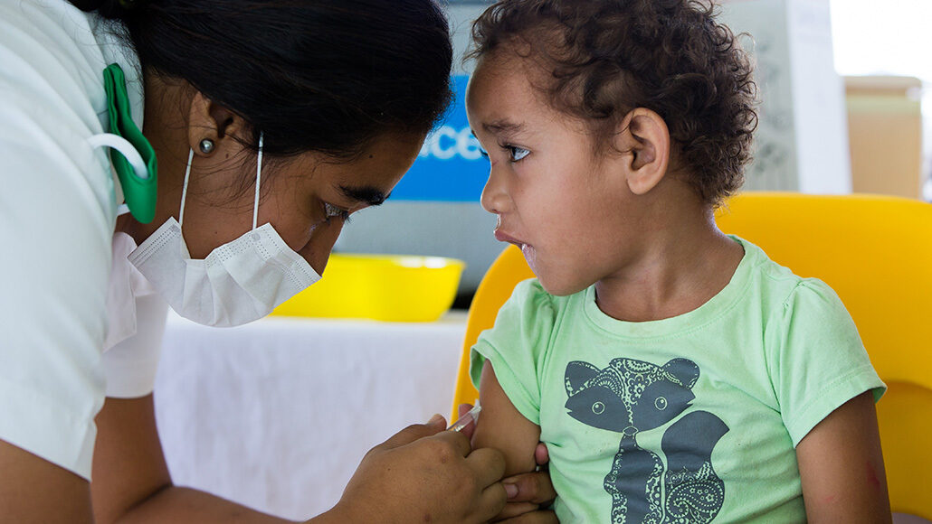 child in Samoa getting measles vaccine