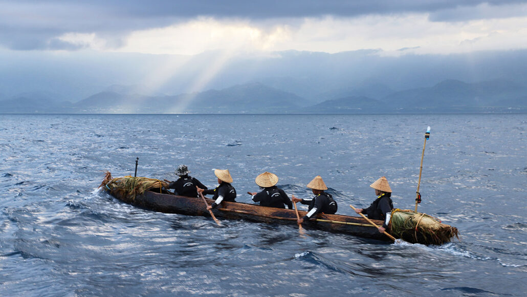 dugout canoe crafted using axes modeled off of Japanese artifacts