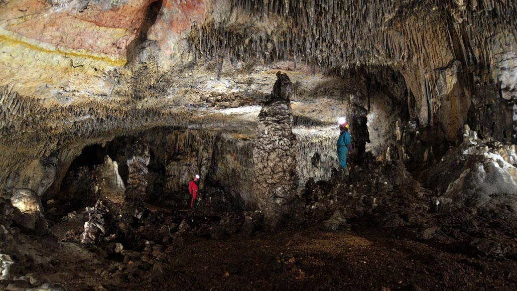 scientists in Estatuas cave
