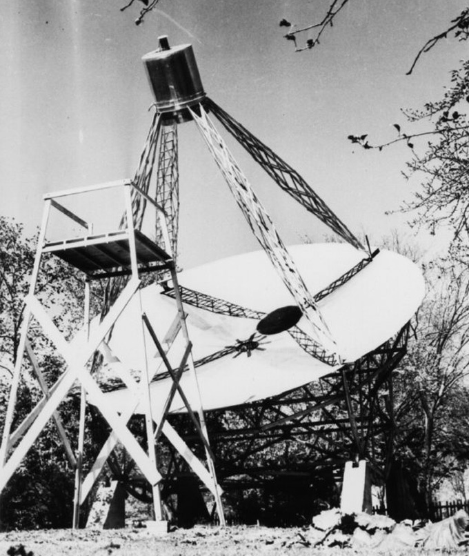 black and white image of the first radio telescope